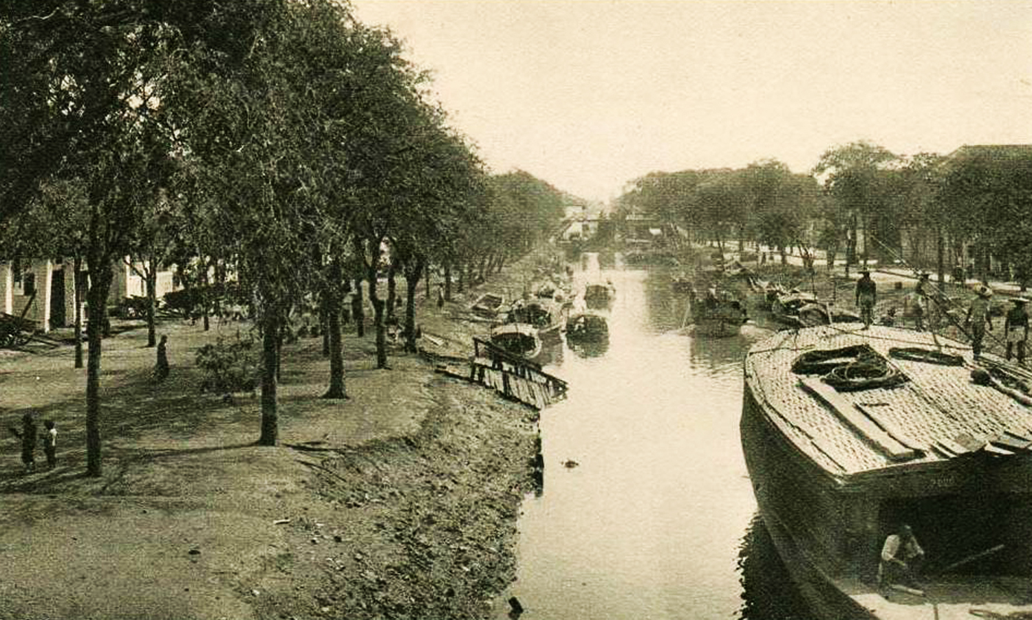 7 Canal Bonard viewed from the Palikao bridge